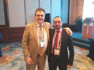 Daniel Burgos junto al director del IITE de Moscú, Alexander Khoroshilov