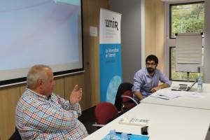 Marcel Veenman talking to UNIR researcher Enrique Navarro