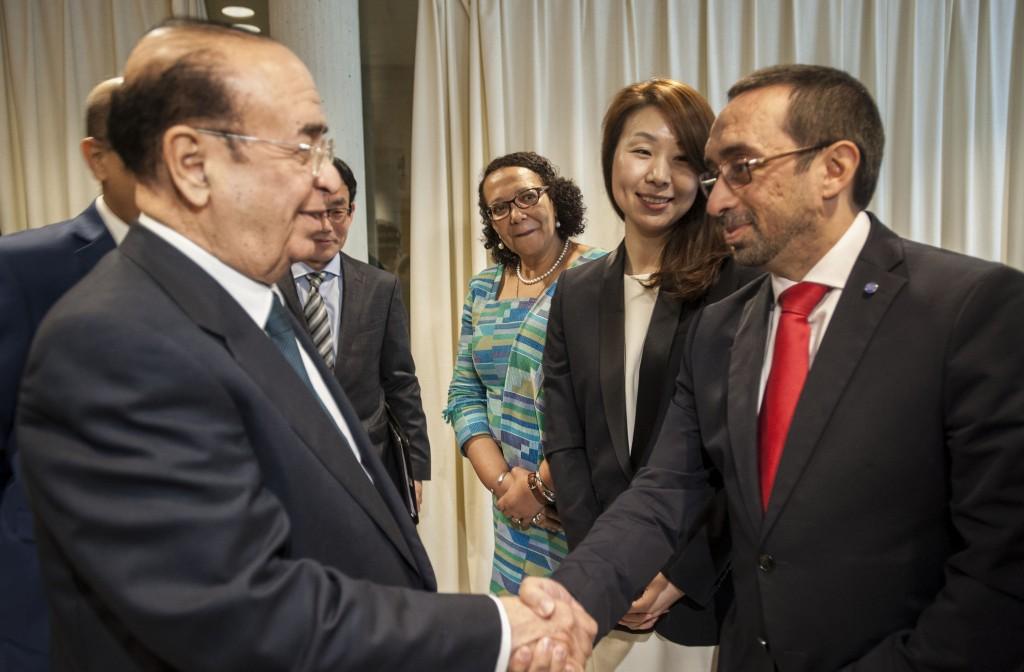 Con H.E. Mr Shaikh Muhammad bin Mubarak Al KHALIFA, Viceprimer ministro de Barhéin