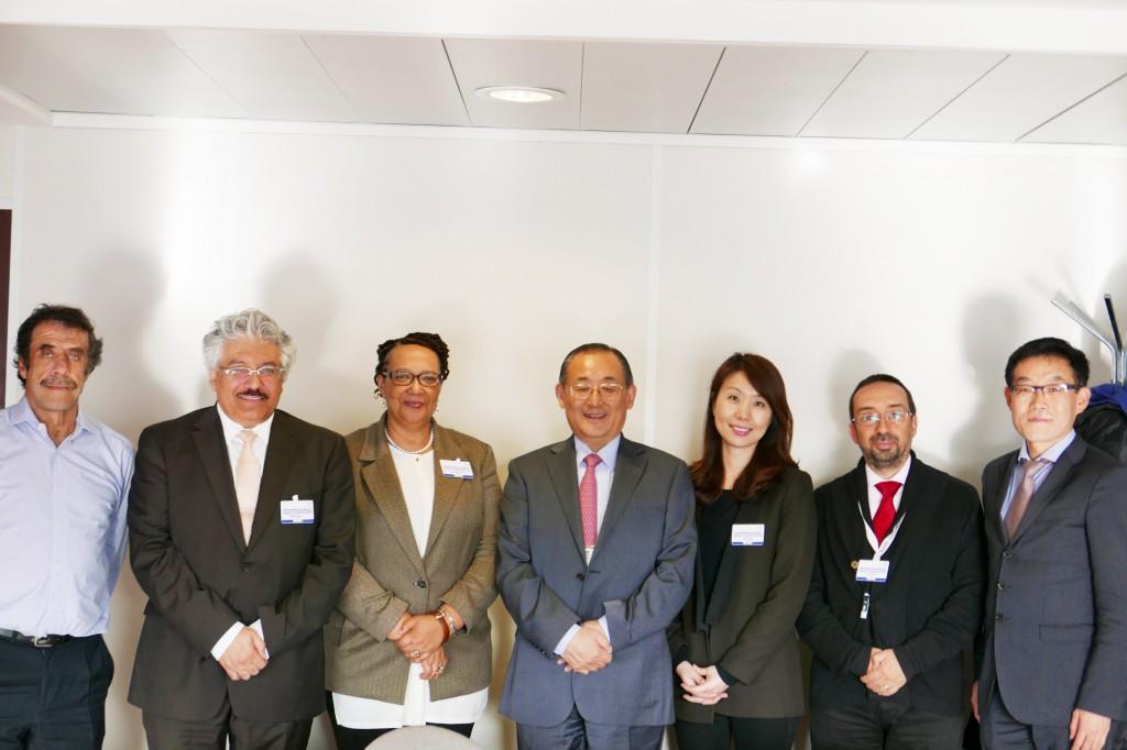 Con el Director Adjunto de Educación de la Unesco, Mr. Qian Tang, y los miembros del jurado
