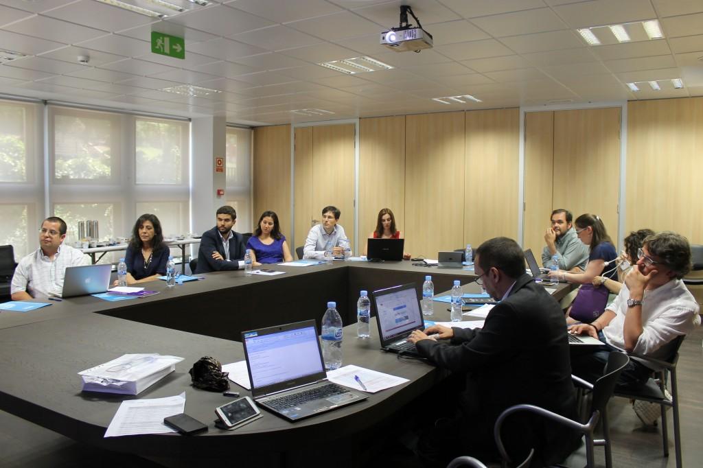 Reunión de los investigadores y personal del nuevo Vicerrectorado de Transferencia y Tecnología Logotipo del nuevo Vicerrectorado de Transferencia, y Tecnología (http://research.unir.net).