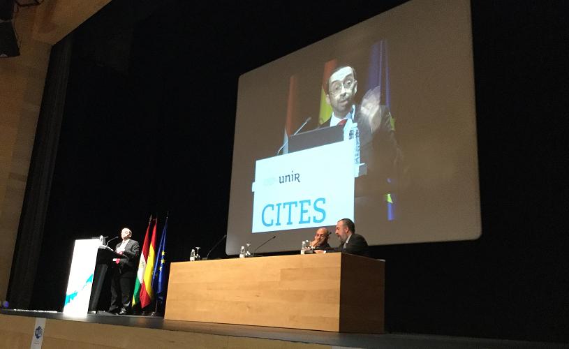 Daniel Burgos presentando los resultados del NMC Horizon Report 2016 en CITES