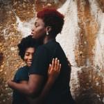 El estudio subraya la importancia de ayudar a las familias a una mejor comprensión de la situación y a la aceptación progresiva de la misma. / Photo by Eye for Ebony on Unsplash