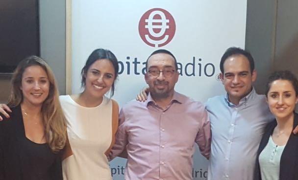 Burgos con el director de El Viajero de La Ciencia, Carlos F. Alameda, y su equipo